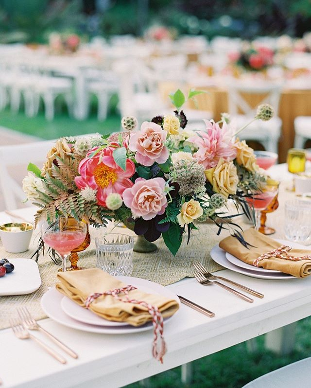 Still holding onto the last of summers sweet blooms @poseypop florals lookin' mighty fine on our Vintage White Farm Tables. ⠀⠀⠀⠀⠀⠀⠀⠀⠀ ⠀⠀⠀⠀⠀⠀⠀⠀⠀ design + planning: @amorology⠀⠀⠀⠀⠀⠀⠀⠀⠀ photo: @spostophoto⠀⠀⠀⠀⠀⠀⠀⠀⠀ florals: @poseypop⠀⠀⠀⠀⠀⠀⠀⠀⠀ venue: @sandiegobotanicgardens⠀⠀⠀⠀⠀⠀⠀⠀⠀ rentals: @morerentals @hostesshaven @bbjlinen ⠀⠀⠀⠀⠀⠀⠀⠀⠀ ⠀⠀⠀⠀⠀⠀⠀⠀⠀ #wedding #sandiegowedding #beachwedding #romanticwedding #modernwedding #trendywedding #theknot #weddingwire #sandiegoflorist #modernlove #weddingtrends #sandiegobotanicgardens