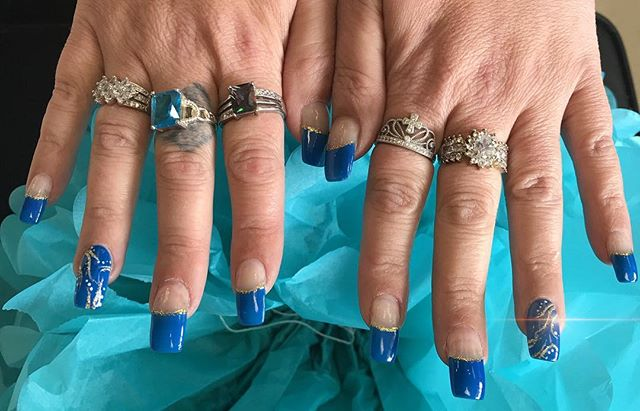 Beautiful cobalt blue nails by Nail Boss Rom  #nailart #acrylicnails #artist #freehand #blue #cobaltblue #nails #emzysalonandspa #nailboss #northolmsted