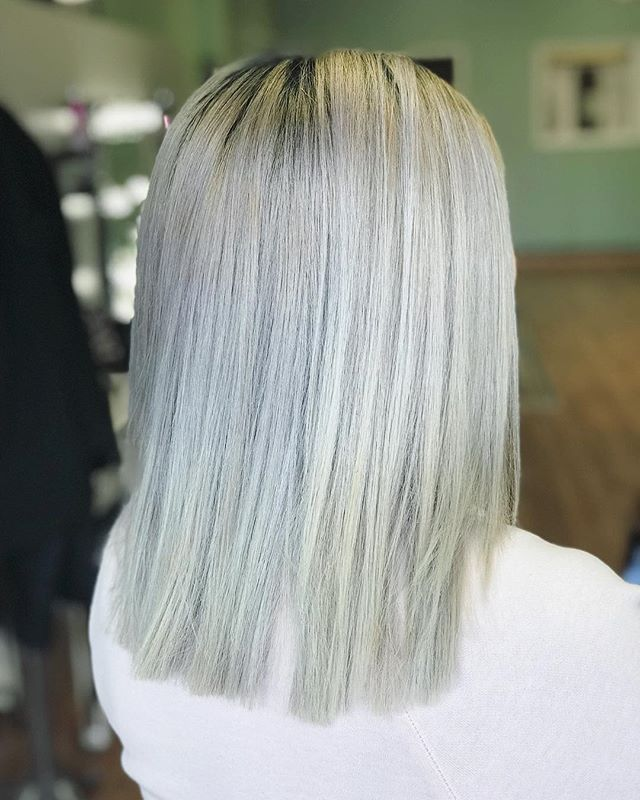 Hair is still looking beautiful using brass off by Matrix! Take care of your color in between sessions! Great job Lysai!  #icy #toninghair #matrix #toner #haircolor #pure #emzysalonandspa #blonde #platinum #care #colorist #stylist