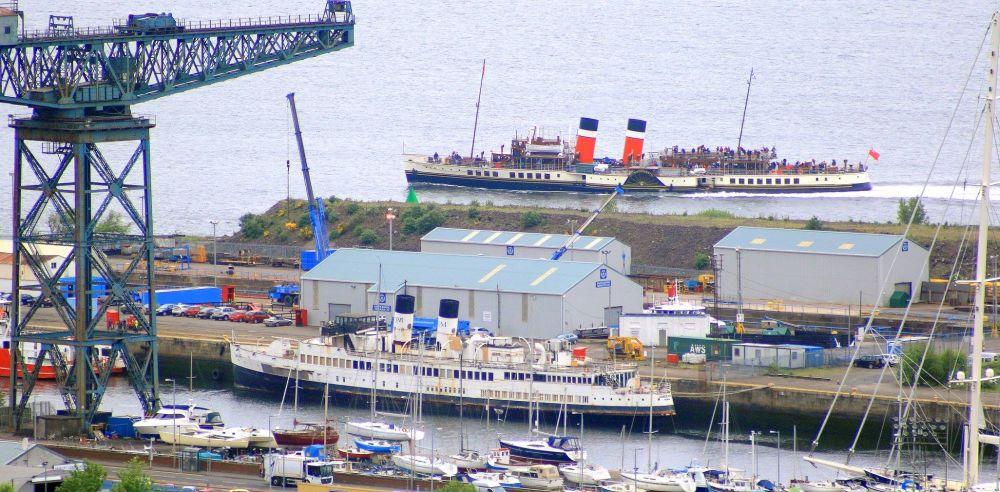 Waverley passing Queen Mary II in Greenock's James Watt Dock