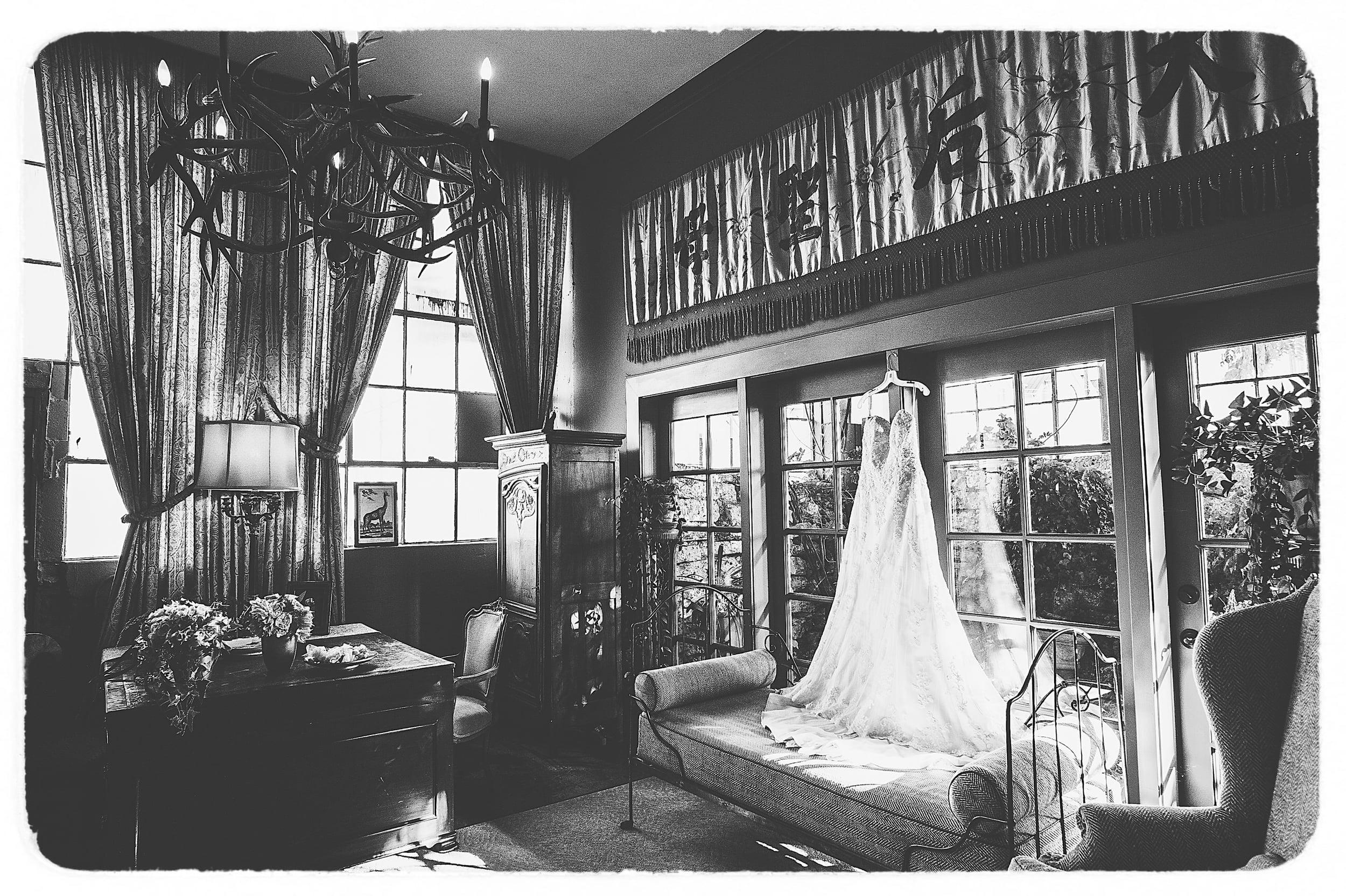 Michelle & Jordan - Black & White Collection-30Film.jpg