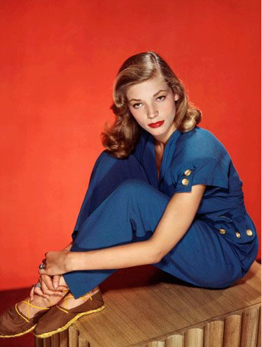 Lauren Bacall looking all Lauren Bacall-y in her sweet espadrilles!