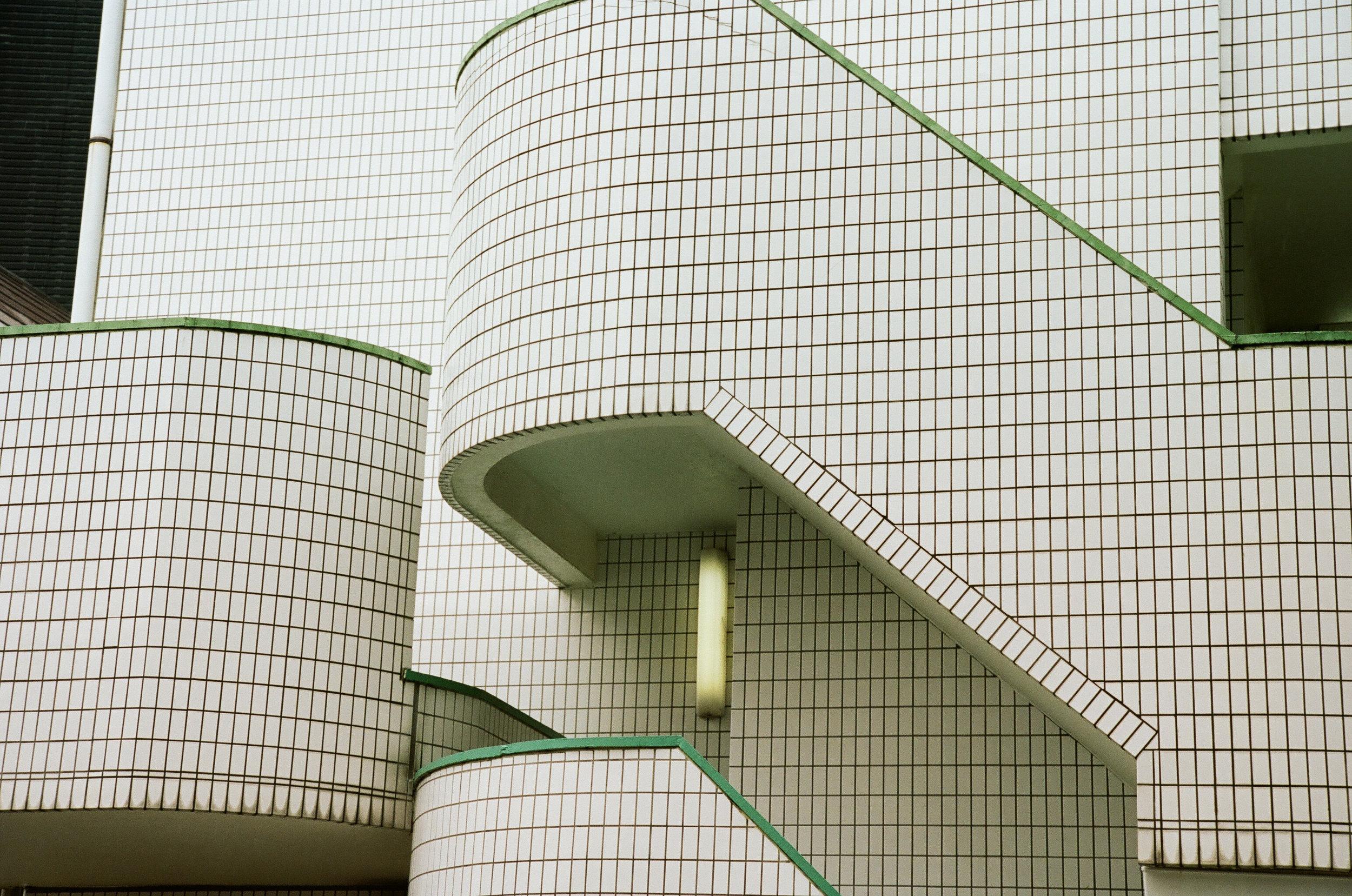 grid-building-Tokyo-cameliamanea.jpg