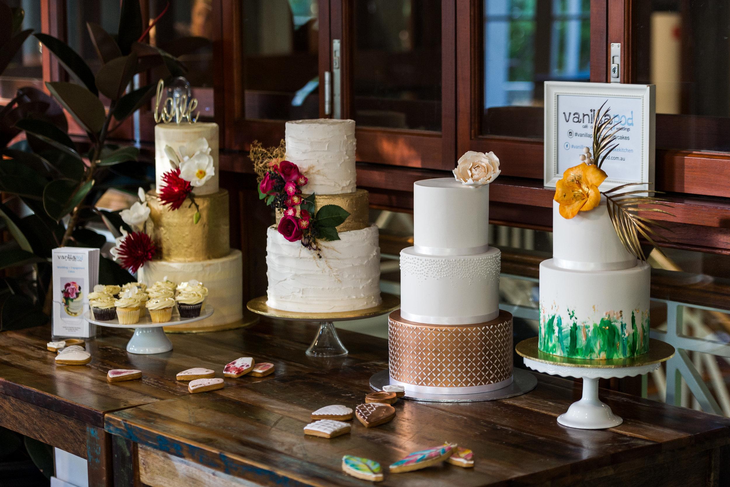 Vanillapod-weddingcake-3-PhotographerAdamFinch.jpg