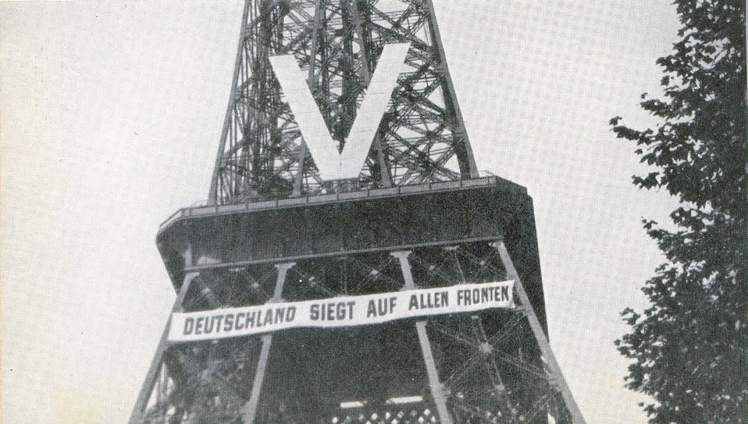 Eiffel Tower occupied in ww2.jpg