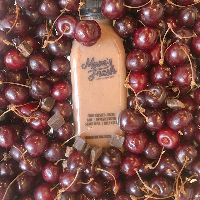 Introducing Cherry Oteri 🍒 Almond mylk pressed with organic locally grown cherries & a dash of cacao 🍫 Get your cherry fix from @desertspoonfoodhub 💕#DrinkLocal #SupportLocalFarmers #DrinkBetter #ColdPressed  #ElPasoEats #PlantBased #VeganFriendly #EarthFriendly  #ItsAllGoodEp #ElPasoLocal #JuicyJuice #ColdPressedJuice  #WestTexas #Plantbased #HaveAJuicyDay 🍫🍒🍫🍒🍫🍒