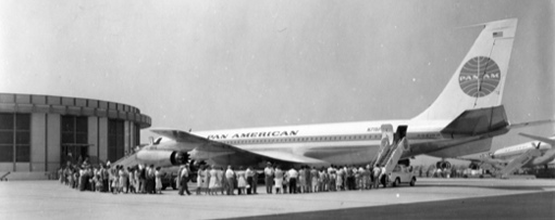 Pan Am 707 tours at LAX during Skyshield II, October, 1961.  (Photo via sonicbomb.com)