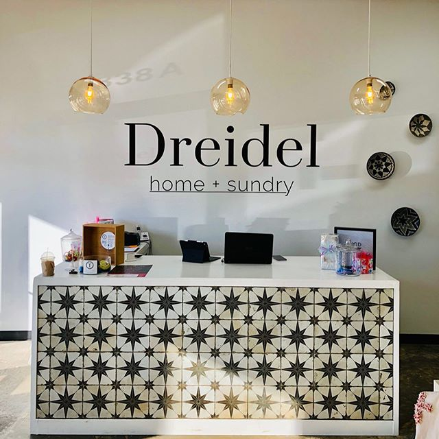 Another local #Texarkana #smallbusiness we're fond of (ahem, and also helped brand) is @dreidelhomesundry. This was our second project with owner Jordan Johnson, who is really fun and brought her own vision to the table (literally, I think we discussed this over lunch). • •  Jordan knew that with the eclectic and colorful products she would be offering at Dreidel (hello, she carries @shopbando , one of our faves), she wanted her logo and signage to be simple. • • Black and white with crisp text was just the right choice for her aesthetic 👌🏼 . . 🖤 vinyl on wall by @dewraps . #smallbusinessmonth #smallbusiness #smallbusinessowner #texassmallbusiness #texasentrepreneurs #branding #logo #logodesign #storytelling #makingfolkslookgood #texarkana #gotxk #shoplocal