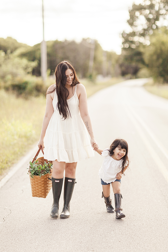 sleepy-fox-photography-chelsea-and-the-city-cotton-field-mother-and-daughter-session-editorial-photographer_1657.jpg