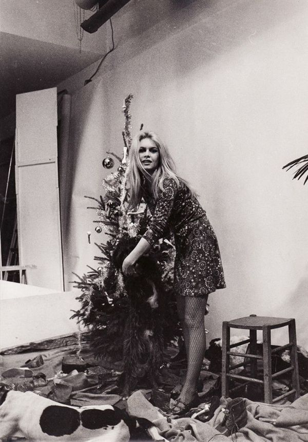 9-retro-pictures-of-our-favorite-it-girls-celebrating-christmas-1580357-1449082029.600x0c.jpg