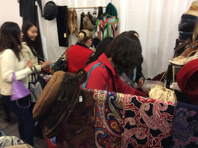Toronto-vintage-clothing-show-happy_shoppers.jpg