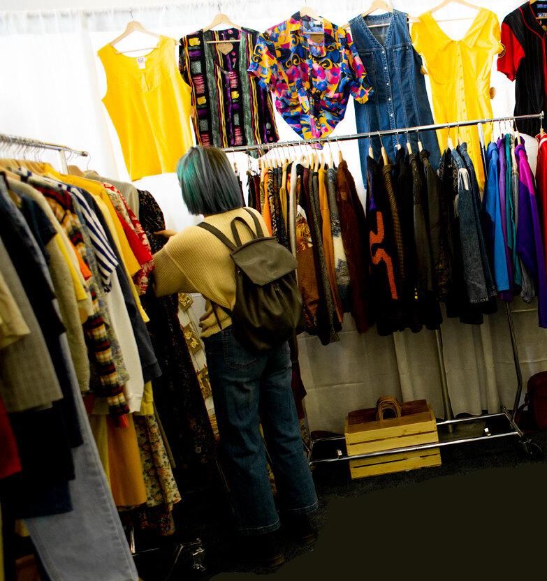 Ottawa-Vintage-Clothing-Show-digging-in.jpg