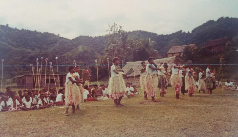 Meke, aFijian traditional dance done by school children.