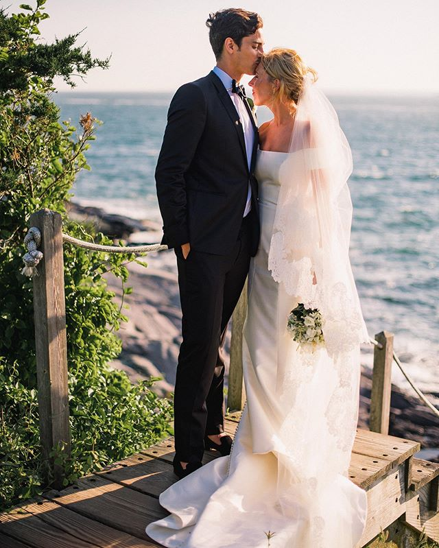Does anyone go to blogs anymore? I have about 200 photos from this wedding that i want to share. This is a Castle Hill wedding in Newport, RI that Sarah and I just photographed and I'm going through the photos with no idea where to start.  Thank you Nick and Allie, and congratulations!