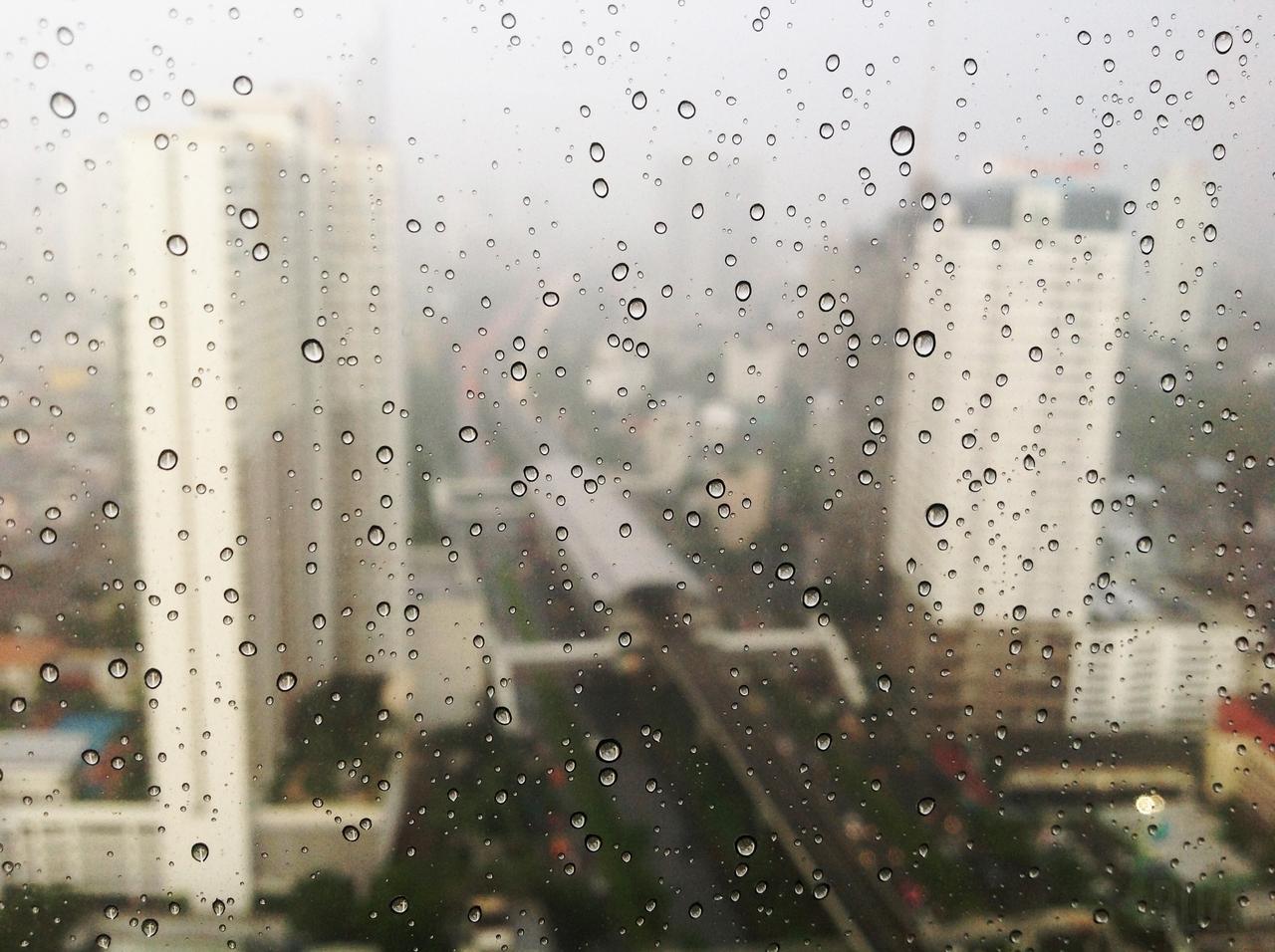 quando chove na cidade eu lembro de você daquela vez que caiu o céu