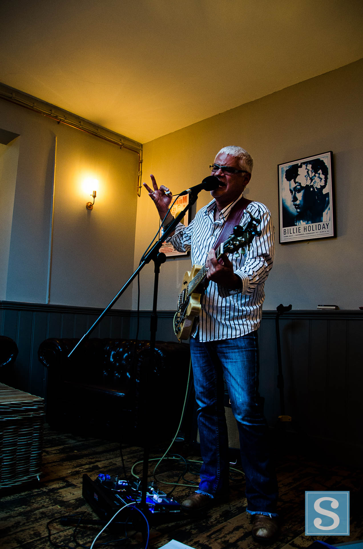 Gary Hall at The Tipsy Pig June 2017-2964.jpg