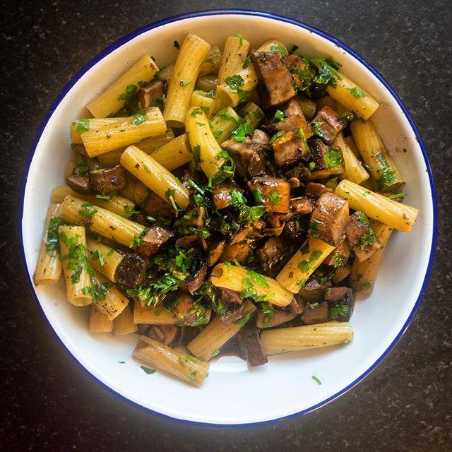 Rigatoni with field mushrooms, garlic and parsley • • • #rigatoni #pasta #fieldmushrooms #mushrooms #parsley #herbs #garlic #vegan #vegetarian #food #healthyfood #icookedthis #homecooking #tasty #italianinspired #italianfood