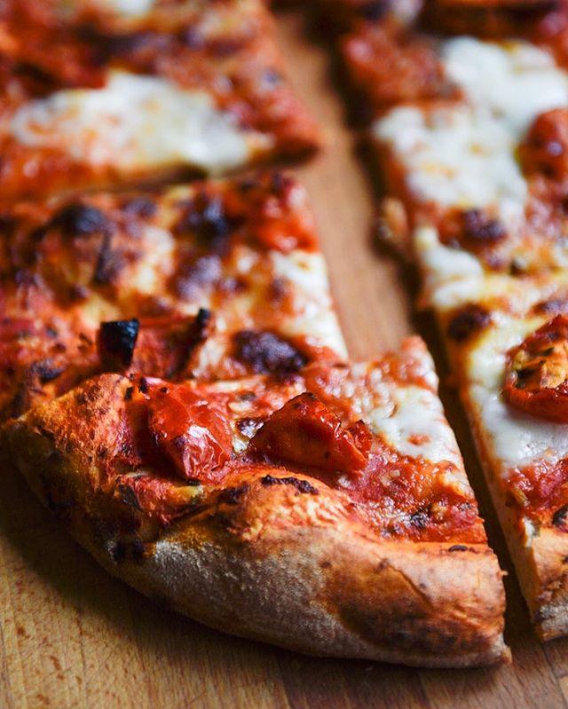Dinner • • • #pizza #smokedham #mozerella #waitrose #italian #food #foodphotography #fridaynight #iatethis #tasty #spicy #hot #eat