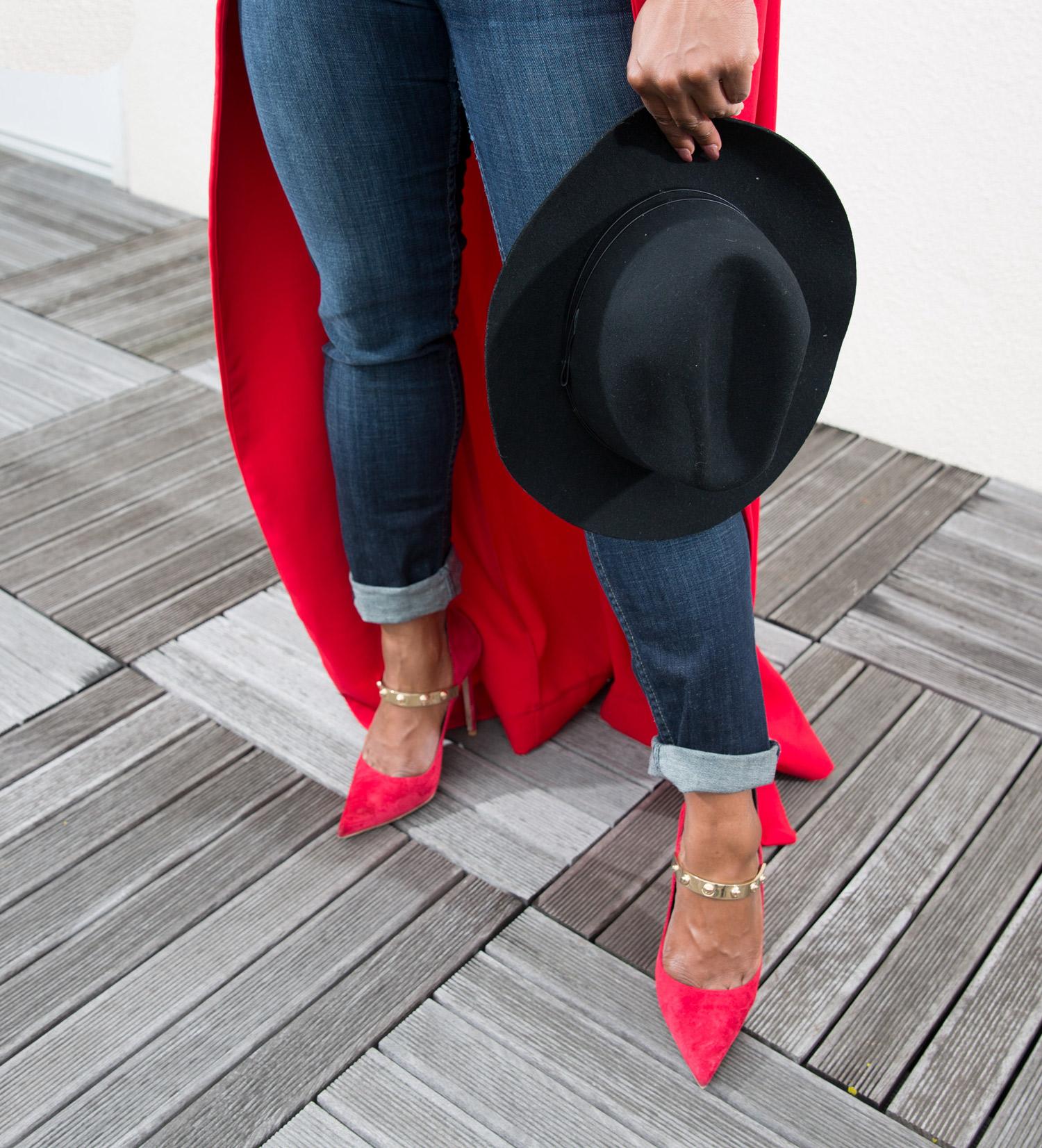 Lia_Larrea_Claire_Sulmers_Fashion_Bomb_Daily_Woman_in_Control