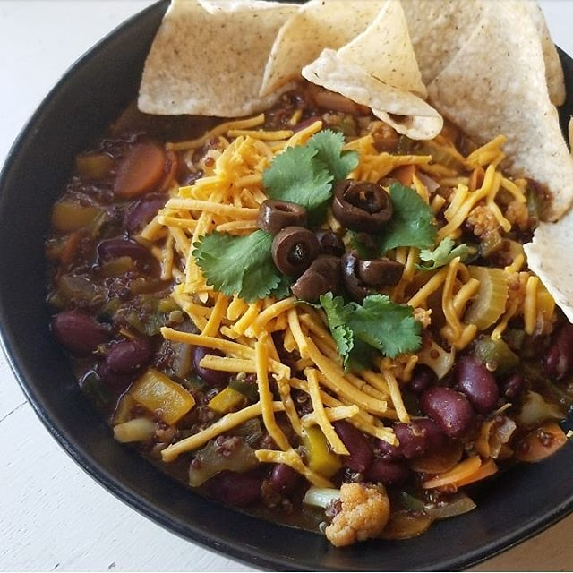 """Absolutely yummy and delicious chili stew from yesterday's dinner! I added red quinoa and cauliflower for that """"meaty"""" texture. @sietefoods grain free tortilla chips and @daiyafoods cheddar shreds to top it. Sooooooooo good 😍😍🌱🍽️."""