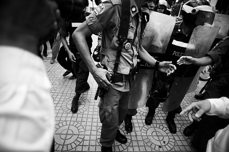 002_CambodianPolice1.jpg