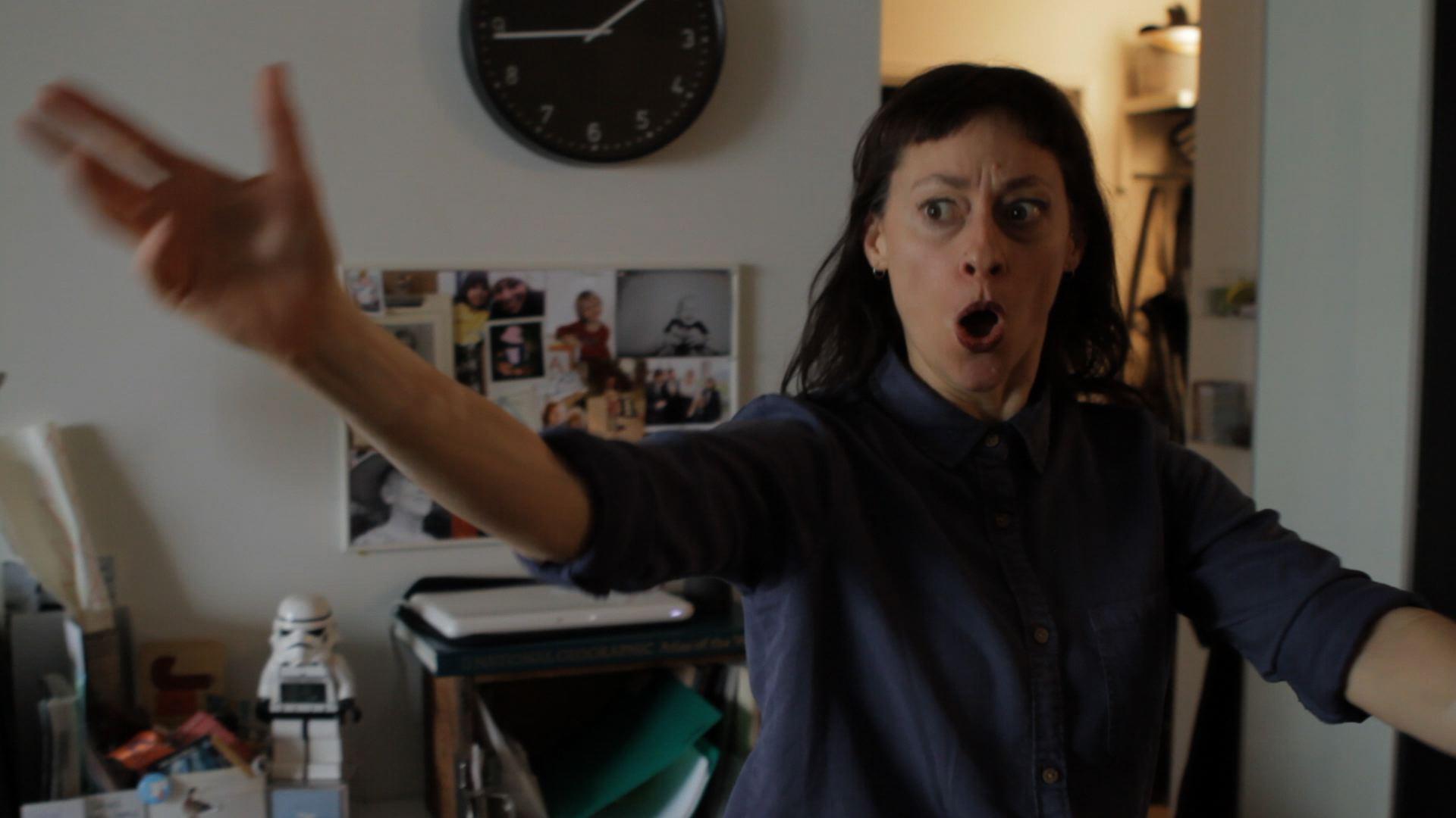 EMOTIONAL HOUDINI still Tara med suprise face.jpg