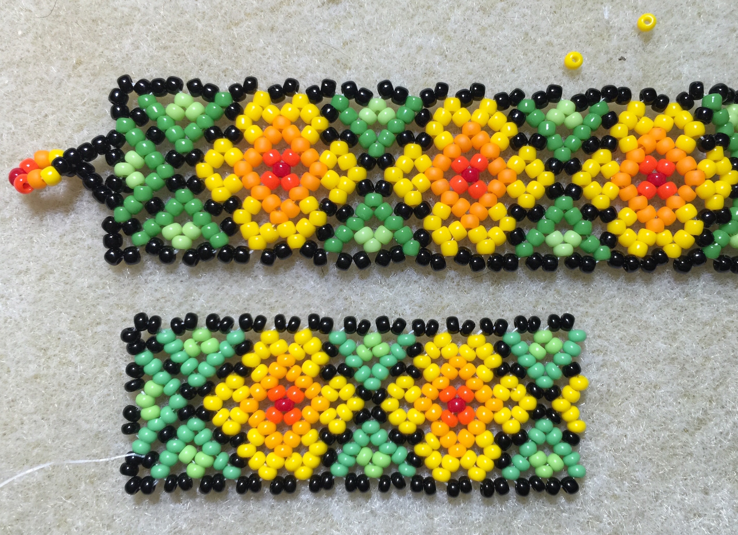 Top: Mixed beads from local bead shop, 11/0 size Bottom: Preciosa 11/0 Rocaille seed beads—PERFECT!