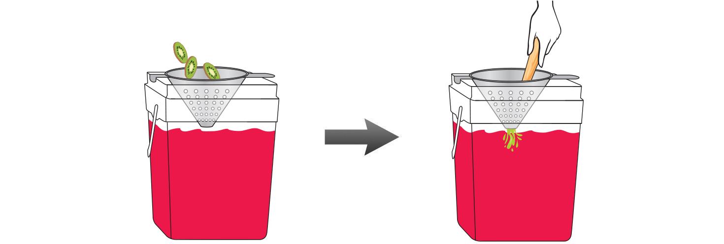 CQ-Strawberry-Kiwi-Infused-Water-Recipe-Step-4-Infusing-Iced-Tea-Fresh-Strawberry-Kiwi