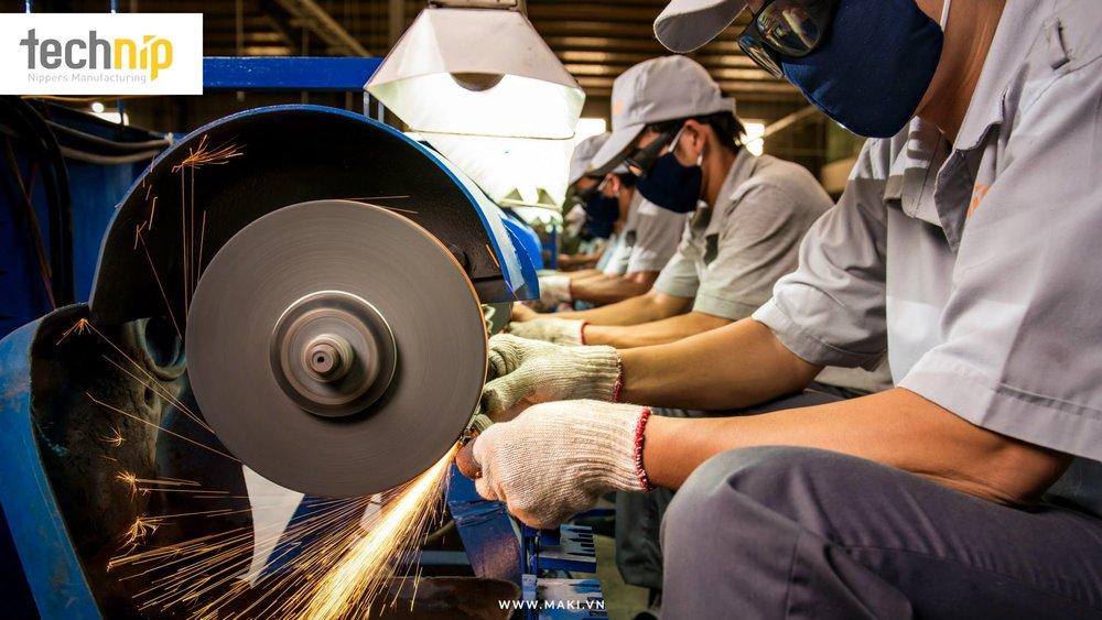 Chụp hình nhân công ở Technip. Ảnh: MAKI.vn