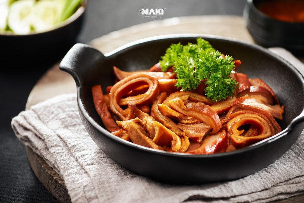 Chụp hình món ăn. Ảnh: MAKI.vn