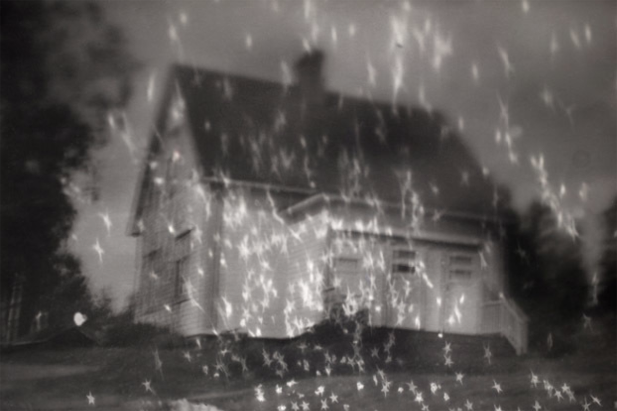 Heli Hiltunen, House of Sorrow – House of Joy , 2015. Pigment print, 72x49cm.
