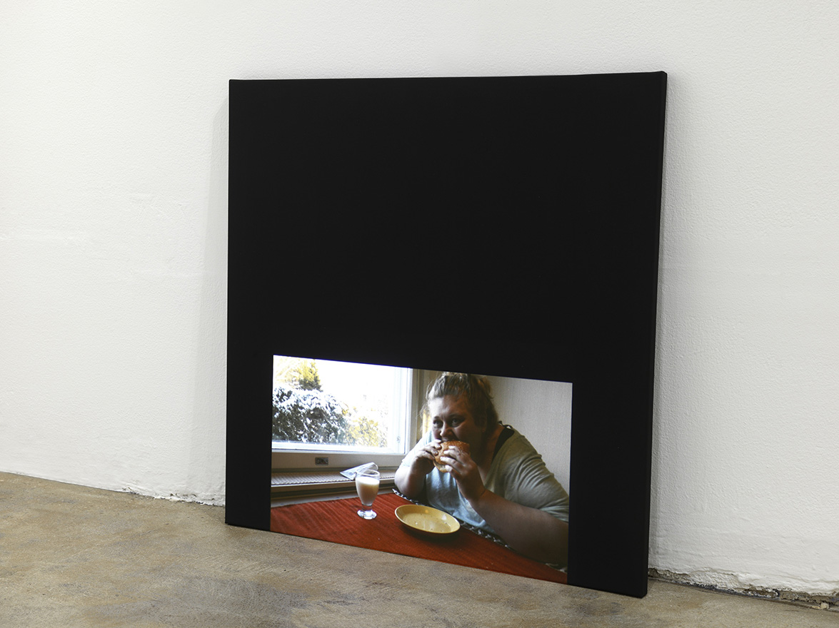 Iiu Susiraja,  Hampurilainen , 2015. Video. 4'08. Installation view at Ramiken Crucible.