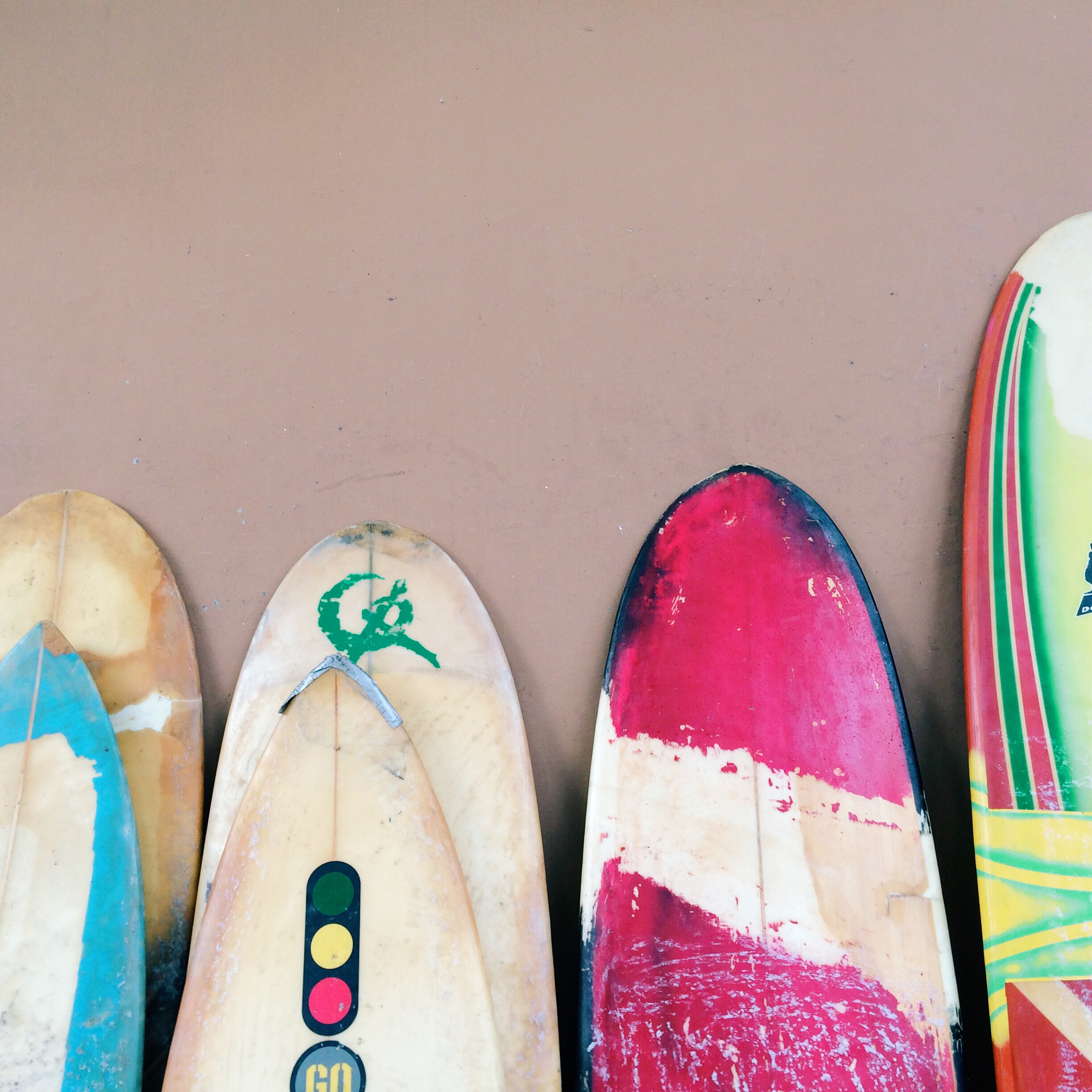 El  Tunco is a maze of side paths and alleys that shoot  of  the beach and decorated with surfboards everywhere.