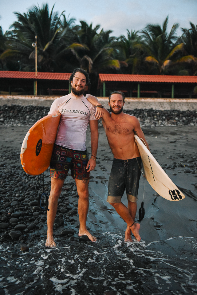 I made fast friends with these surfers from Australia, who have been at El Tunco for 6 weeks and plan to travel to Nicaragua on the next leg of their surfing tour.