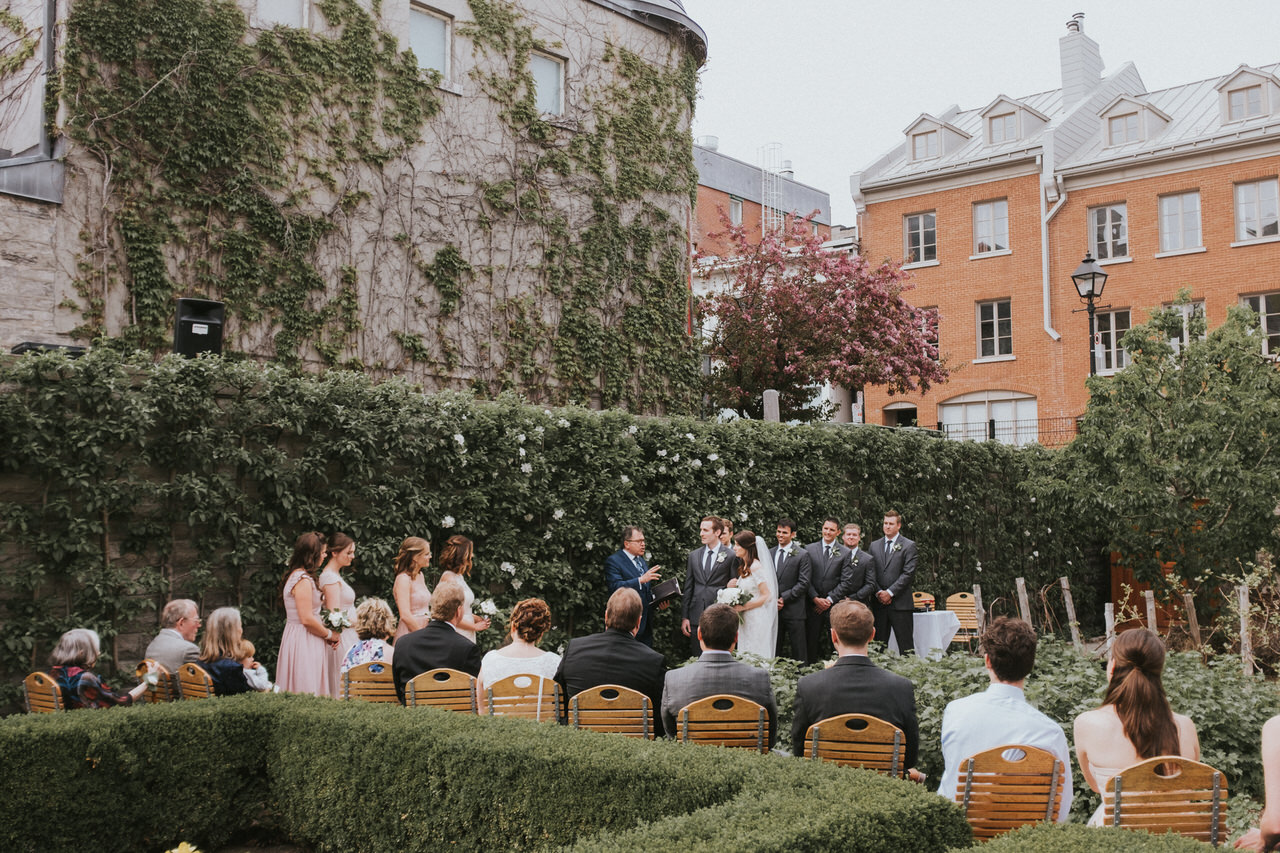 Château Ramezay outdoor wedding ceremony.jpg