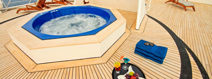 Ocean Spray sun deck & jacuzzi