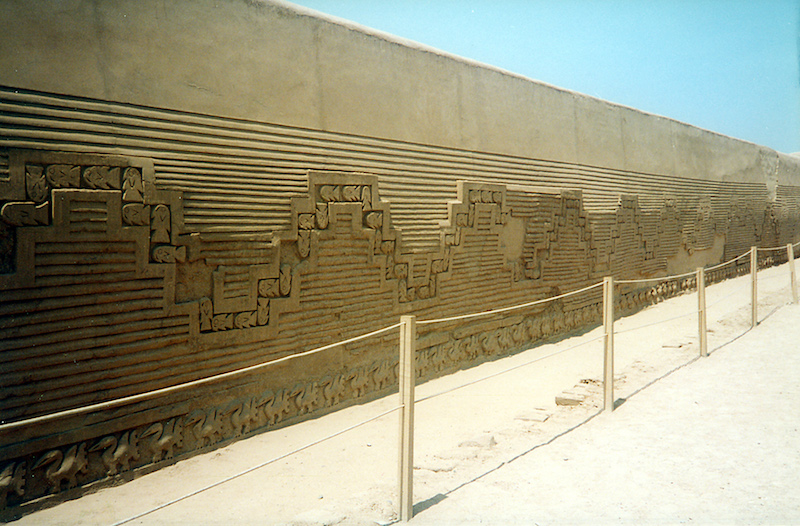 Chan Chan Wall, Trujillo. (Ph. Wikipedia)