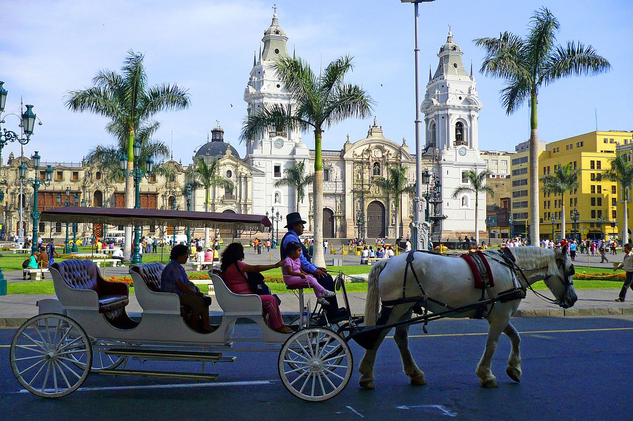 plaza mayor lima peru