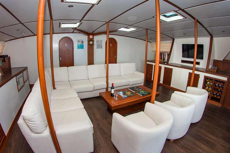 living-in-nemo-ii-galapagos-cruises.jpg