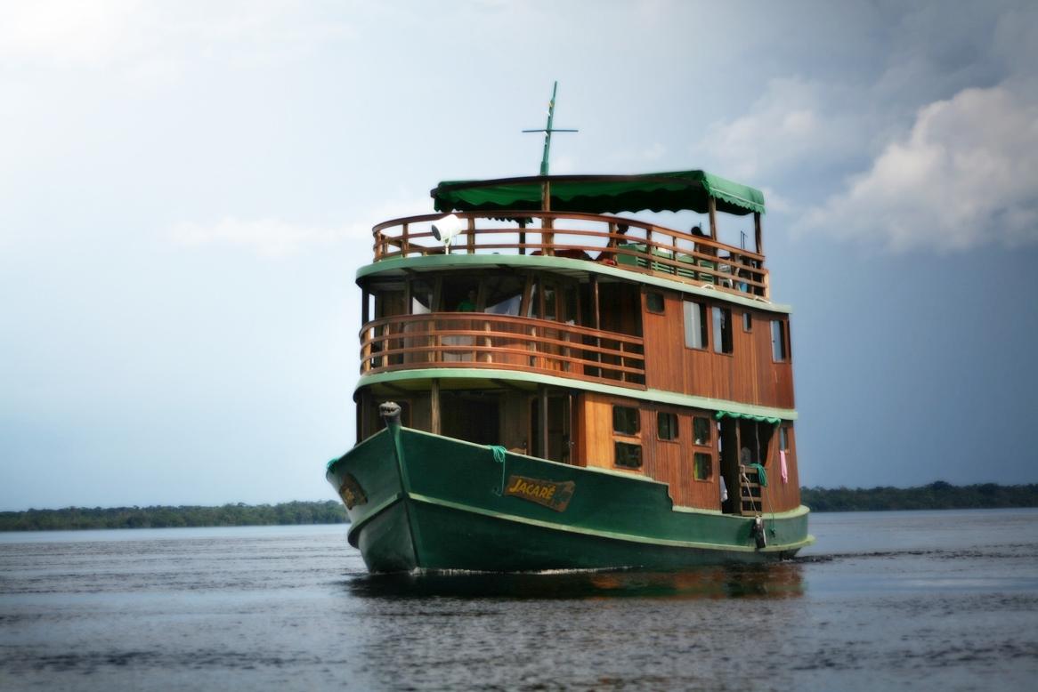 Jacare Acu Amazon Cruise