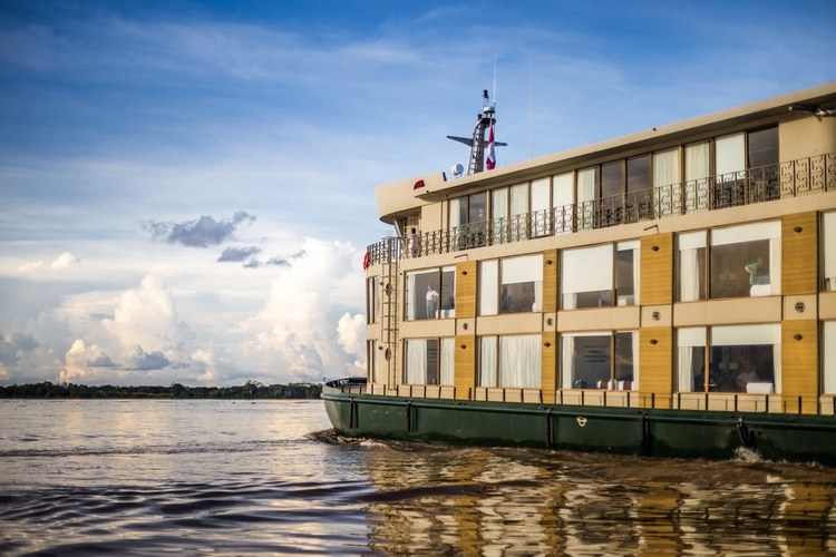 Delfin III Amazon cruise