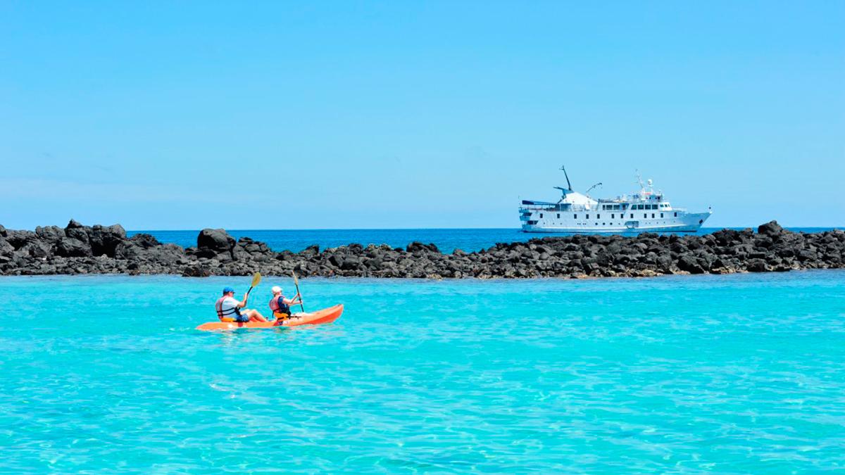 la pinta galapagos cruise activities