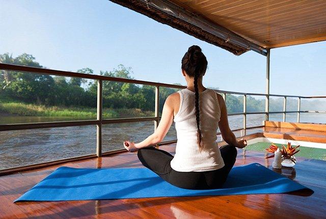 Delfin II Amazon Cruise Yoga