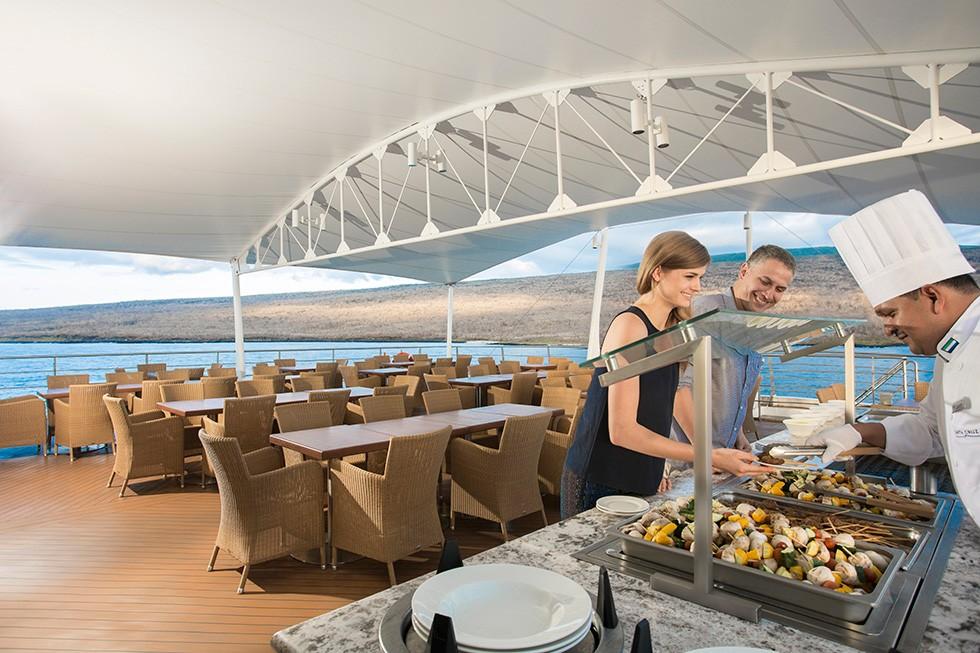 Buffet Onboard Santa Cruz