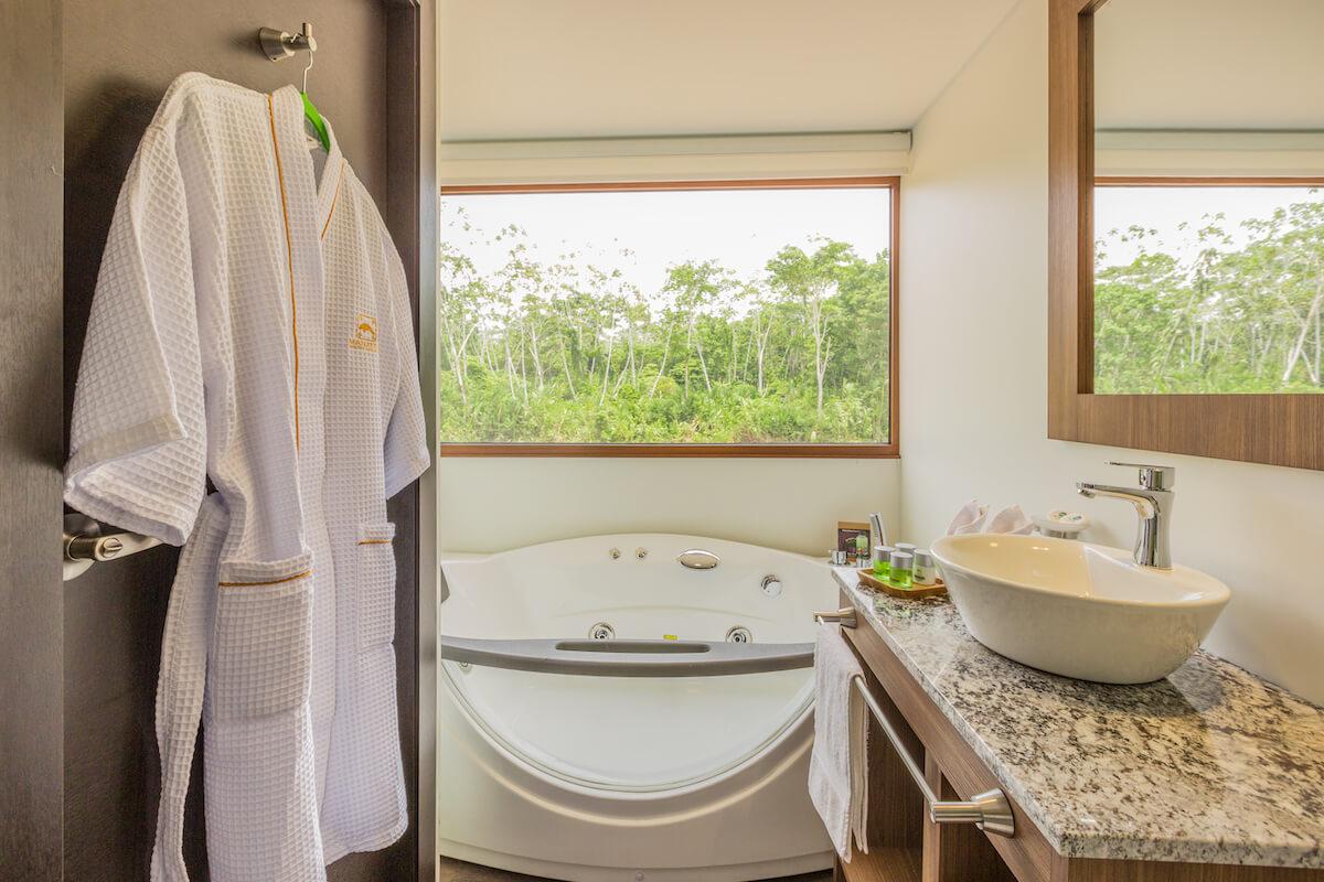 deluxe-cabin-bathroom_manatee_26339419887_o.jpg