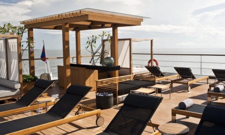 Relaxin the incredible infinity jacuzzi on the Aqua Mekong.