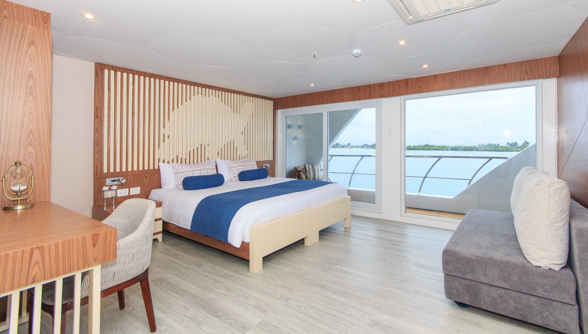 2. ELITE Panoramic Golden Suite-min.jpg