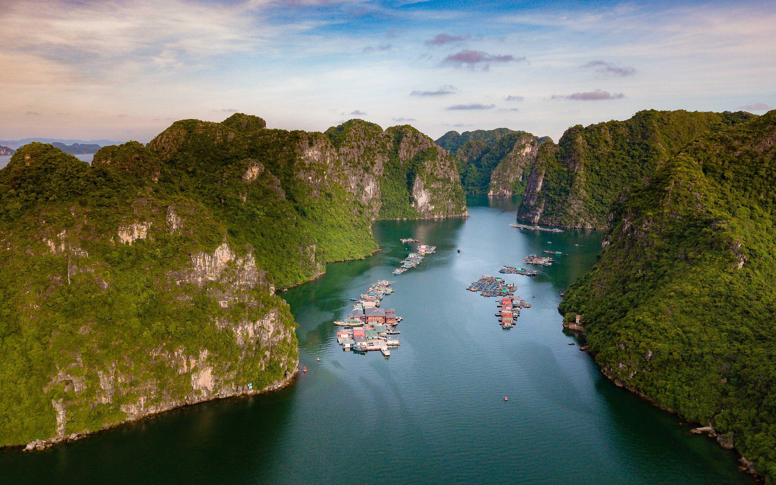 Heritage Line - Halong Bay - Excursion - Fishing village 5.jpg