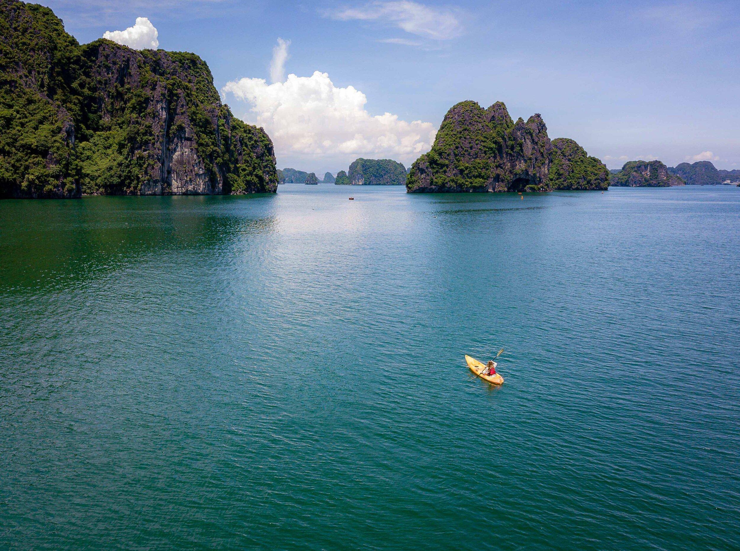 Heritage Line - Halong Bay - Excursion - Kayaking 3.jpg