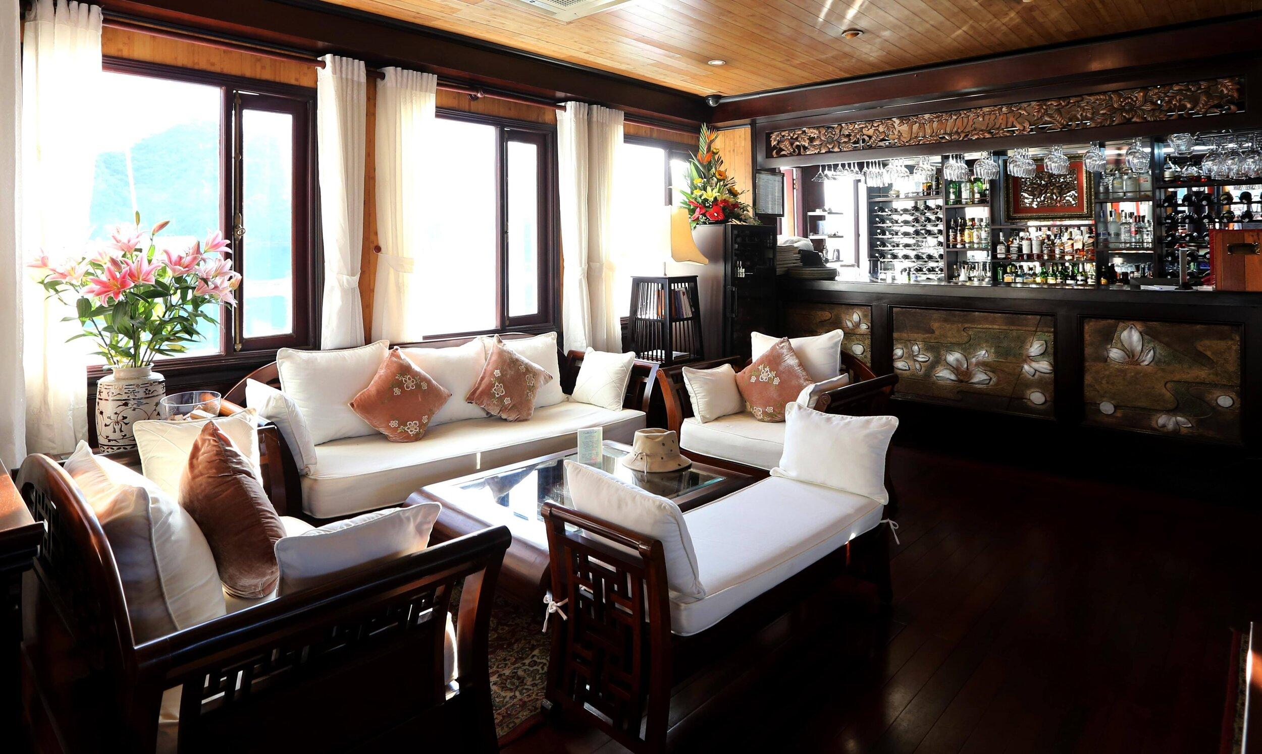 Heritage Line - Halong Bay - Jasmine - Bar _ Lounge 1_LOWRES.jpg